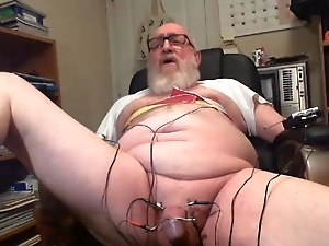 Thehungarianguy Mature daddy electro stimulation cum session