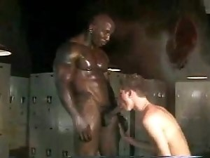 Black bodybuilder & white twink in locker room